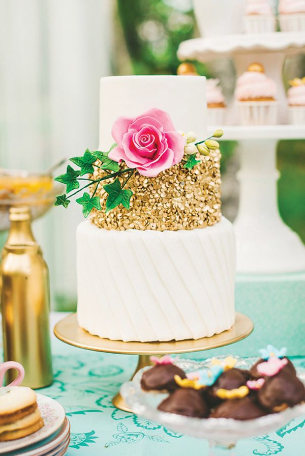 THIS cake! So pretty ~ Charming & Lovely Ladies Garden Tea Party