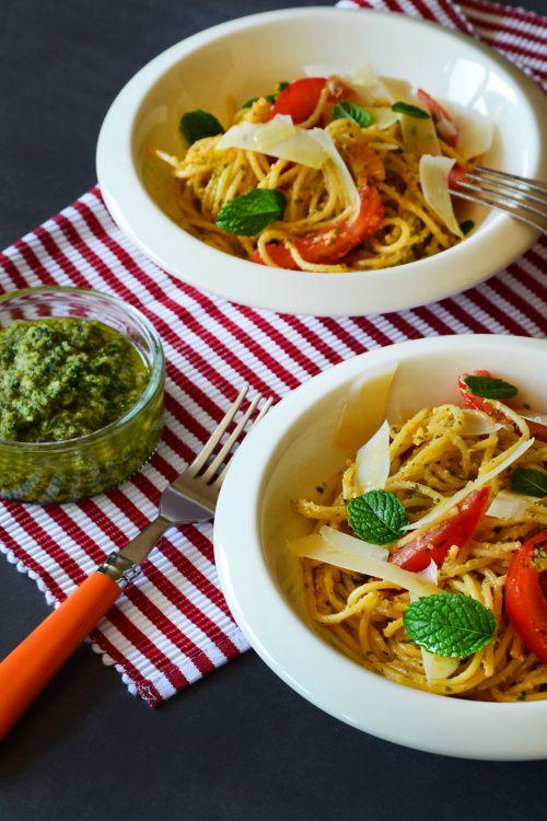 Spaghetti with mint and almond pesto   Spagetti mentás mandulapesztóval #vegetarian #vegeveryday