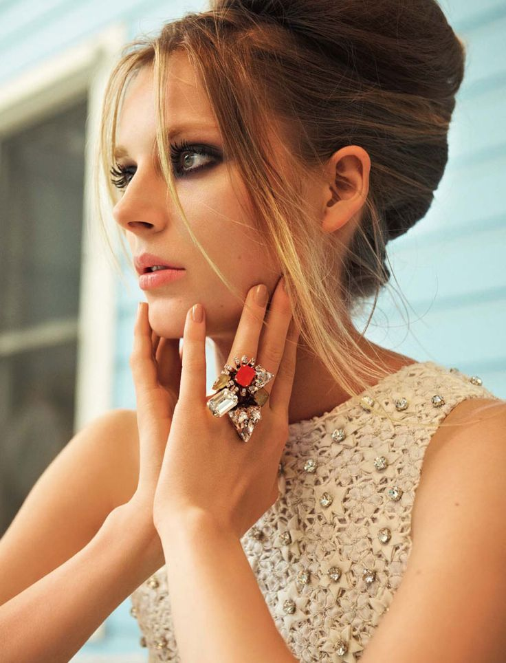 that RING.Statement Rings, Cocktails Rings, Dramatic Eye, Hairmakeup, Hair Makeup, Hair Style, The Dresses, Neutral Nails, Smokey Eye