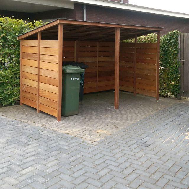 Afdak voor kliko's en fietsen.  Hardhout met antraciet leitjes 340 cm breed, 200 cm hoog, 180 cm diep.