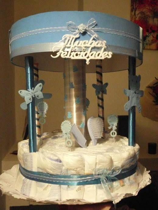 Carrusel de Pañales. Un hermoso regalo para sorprender a tu amiga en su Baby -Shower.  Incluye:  - 32 pañales Medium Huggies -Set de Peine y cepillo Bebé -Colonia Bebé Con hermosa decoración Valor Oferta $20.000