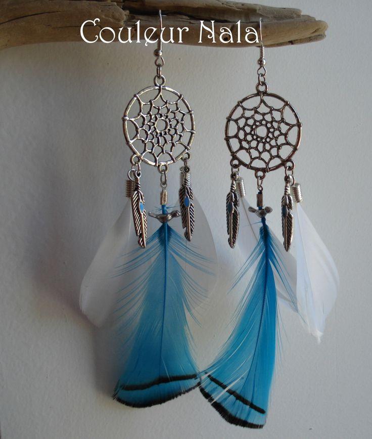 Boucles d'oreilles attrape rêves plumes de faisan turquoise et coquetips blancs : Boucles d'oreille par couleur-nala