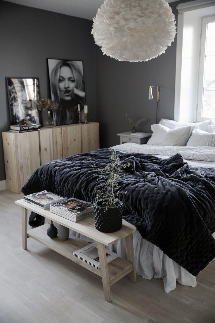 Sehr gemütliches Schlafzimmer in natürlichen Farben in