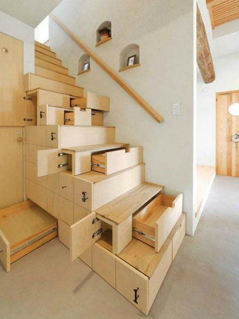 Городские квартиры часто невелики по площади и разместить в них даже самые необходимые предметы обстановки бывает сложно. Пространства практически не остаётся. Поэтому всё чаще дизайнеры обращаются к теме многофункциональной трансформирующейся мебели. В нашем обзоре 20 предметов мебели, которые прекрасно впишутся в интерьер даже малогабаритной квартиры.