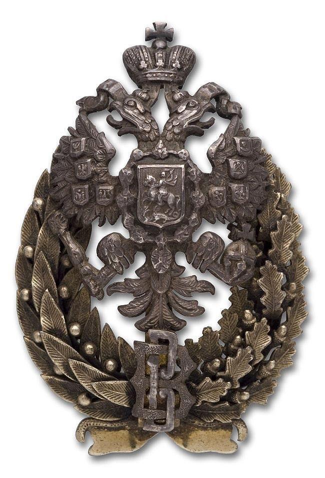 7 ноября 1897 года был утвержден нагрудный знак для ветеринарных врачей.  Военные ветеринары носили знак, на который давало право окончание курса в ветеринарном институте.