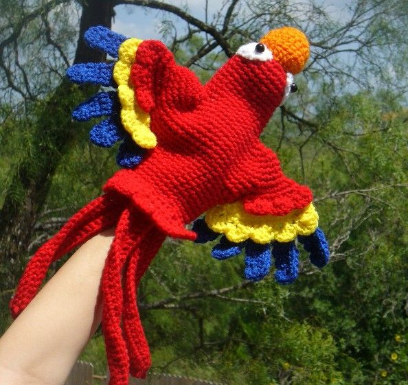 Scarlet Macaw Hand Puppet crochet pattern - This would be SUPER cute as a puppet scarf with bird puppets on both ends.