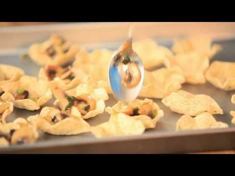 Les ingrédients 24 chips tortilla Tostitos® Scoops!® 1 boîte d'escargots égouttés et bien rincés 2 c. à table de beurre 1 barquette de champignons de Paris é...