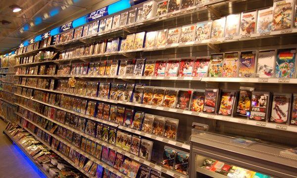Dit is de intertoys. Wat dit zo sterk maakt is, dat bij de intertoys kun je zien dat de videospellen geordend zijn. Je ziet spellen van PS2, PS3, Wii tot aan PC spellen en elke spel staat bij de schap waar die bij hoort. Wat dit minder sterk maakt is, dat de prijzen niet zo duidelijk te lezen is.