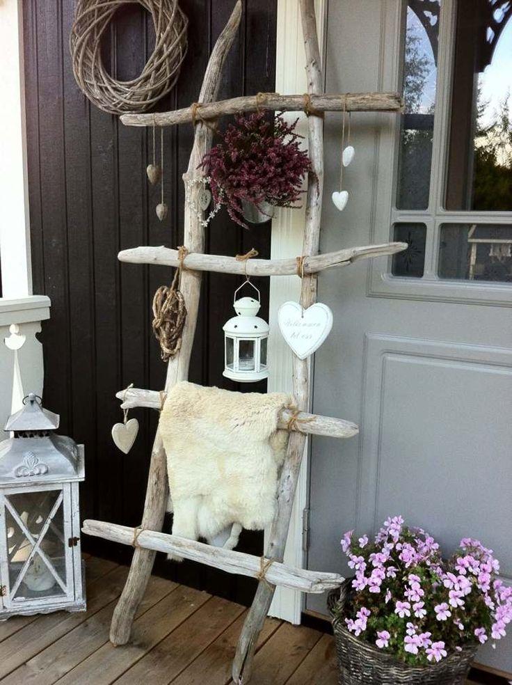 déco de véranda avec une échelle en bois rustique