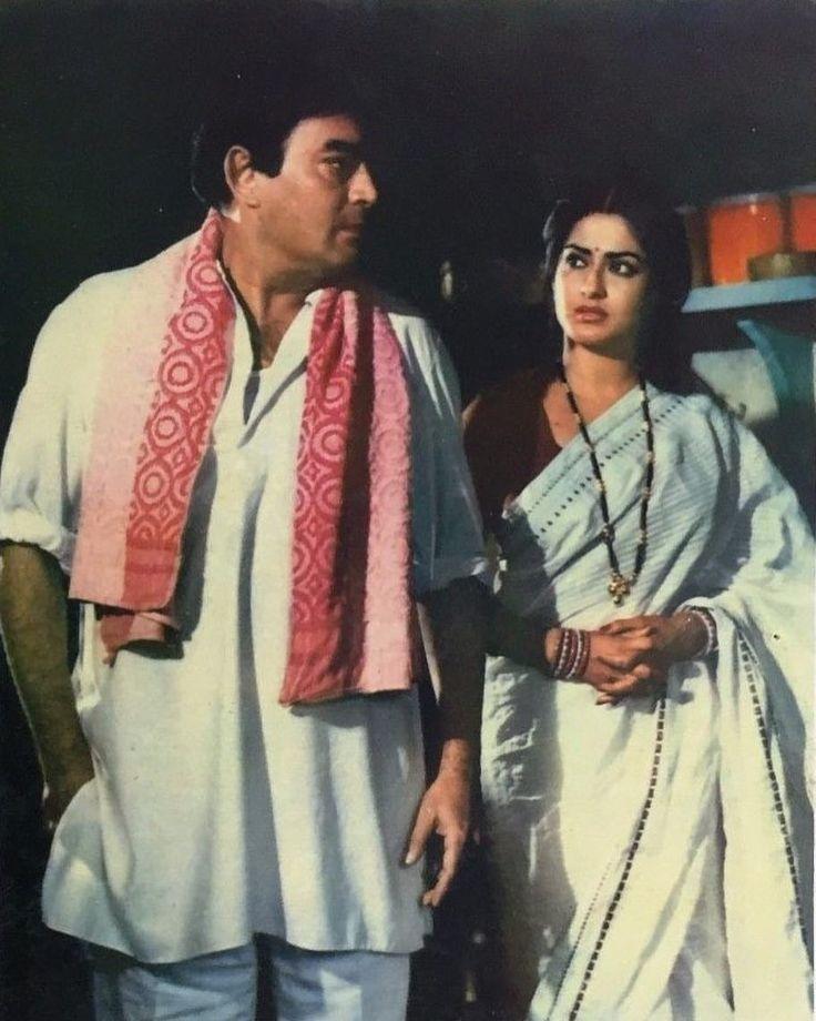"3 Likes, 1 Comments - muvyz.com (@muvyz) on Instagram: ""#muvyz091617 #BollywoodFlashback #couplegoals #SanjeevKumar #MoushumiChatterjee #whichmuvyz…"""