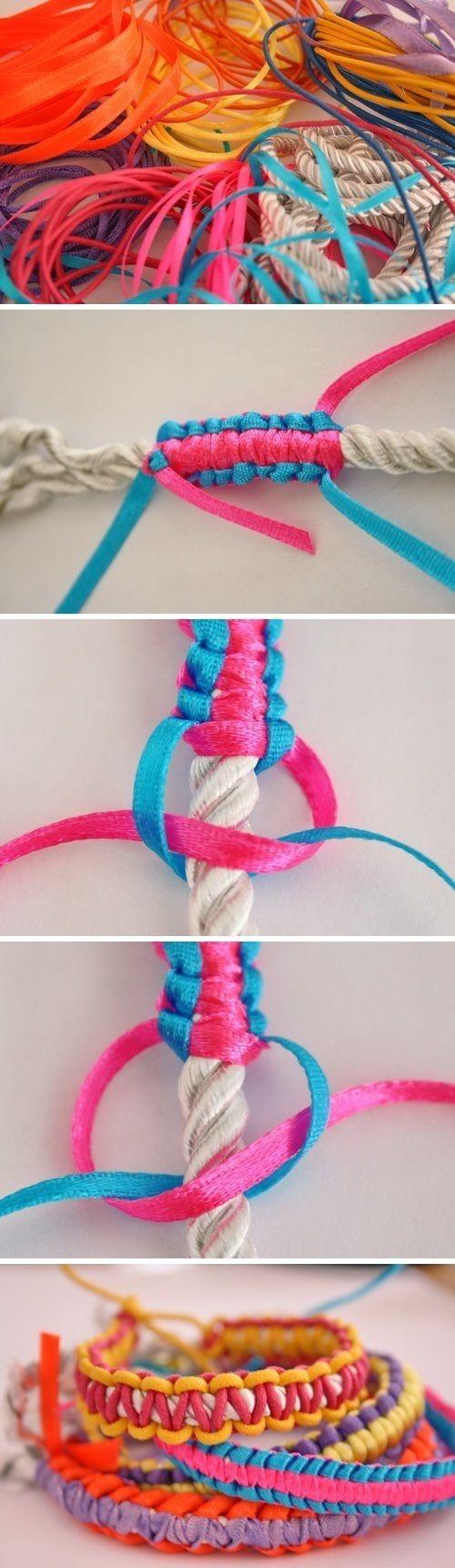 ロープを芯にしてリボンや糸や紐を結ぶブレスレット 充電器やイヤホンのコード、バッグの持ち手もくるめます