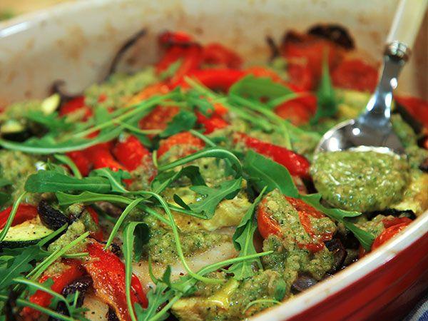 Torsk med pesto och ugnsrostade gr�nsaker | Recept.nu