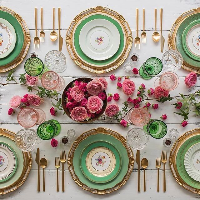 Love this table setting 🙌 Sunday inspiration image from @casadeperrin #pink#green#roses#gold#dinner#place#settings#colour#fun#love#creative#beautiful#things#china#glass#cutlery#lunch #friends#family#laugh#talk#gossip#cheers#mum#lifestyle#store#shop#redfoxruns