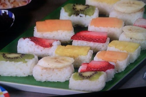 Saw Melissa make this fruit sushi on her 10 dollar dinner show and it looks so festive - got to try it!