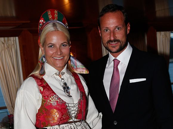 Posted on September 19, 2013 by HatQueen...Crown Prince Haakon and Crown Princess Mette-Marit of Norway embarked on a three day visit of the County of Vest-Agder earlier this week.