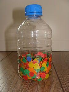 bouteille remplie de confettis pour les bébés
