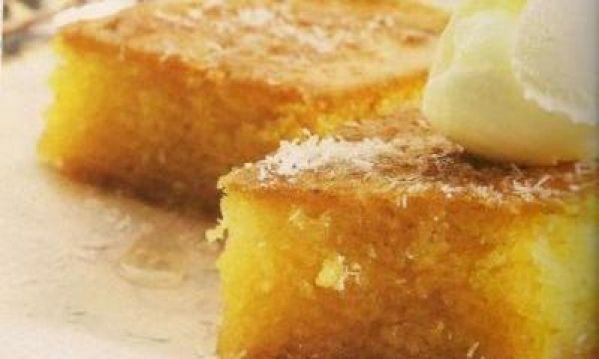 Το κλασσικό πολίτικο ραβανί μπορούμε να τοσυνοδεύσουμε με παγωτό καϊμάκι. Διαβάστε τις 10 καλύτερες Πολίτικες Συνταγές συγκεντρωμένες όλες σε μία σελίδα. Τι χρειαζόμαστε: 1 σακουλάκι σιμιγδάλι ψιλό 1/2 σακουλάκι σιμιγδάλι χοντρό μία κούπα ζάχαρη 3 αυγά (τα χωριάτικα πάντα κάνουν διαφορά) 2 κεσεδάκια γιαούρτι στραγγιστό ένα φακελάκι baking powder ένα φακελάκι μαστίχα Χίου λίγη εσάνς …