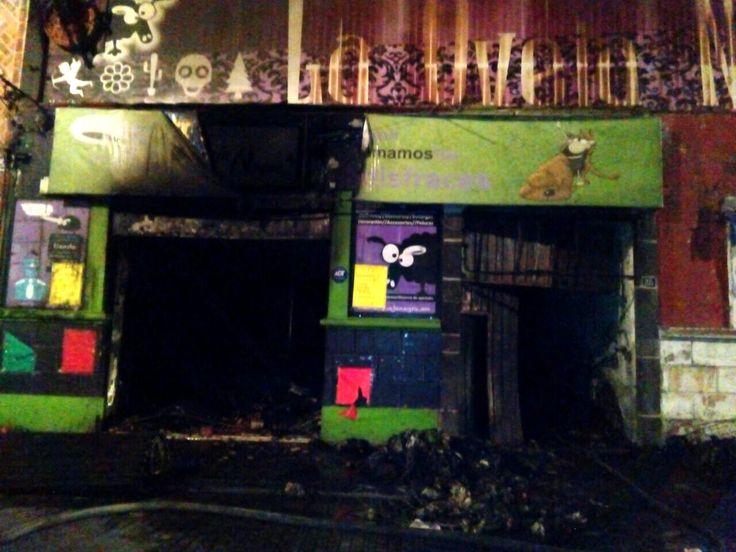 Incendio consume tienda de disfraces en Centro Histórico de Puebla - https://www.notimundo.com.mx/portada/incendio-consume-tienda-disfraces/