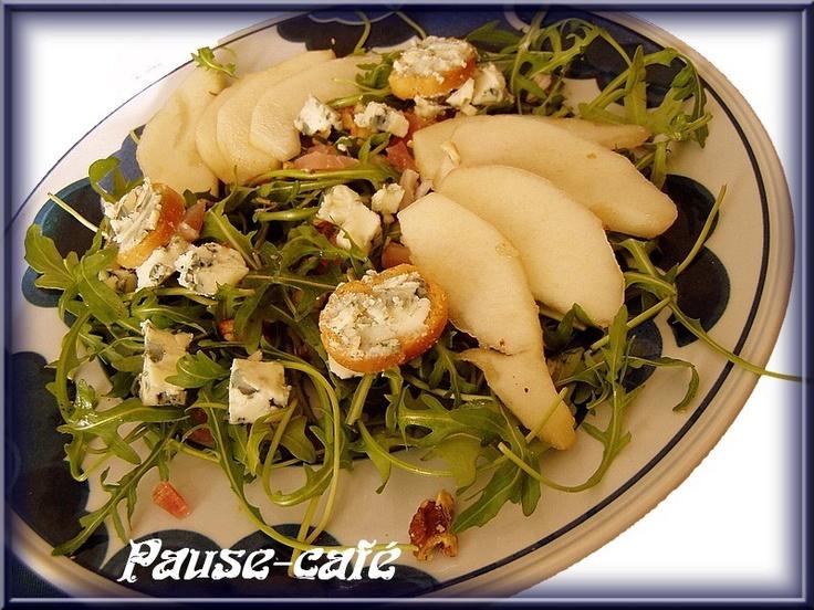 Salade à la poire et croûtons au roquefort