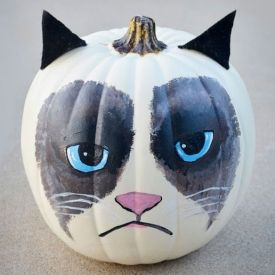 Halloween is right around the corner, so let this Grumpy Cat pumpkin get you in the fall spirit!