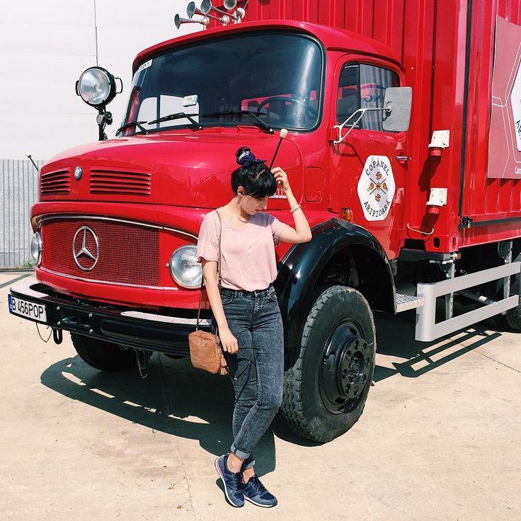 """53 Likes, 1 Comments - două locuri (@doualocuri) on Instagram: """"Fashion bloggerii trebuie sa fie surse de inspiratie, nu motive sa porti lucruri care nu ti se…"""""""