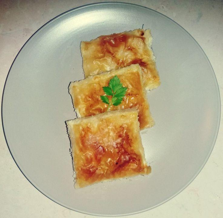 ΥΛΙΚΑ:  3 πιπεριές χρωματιστές 1 κονσέρβα μανιτάρια 1 φύλλο κρούστας 1/4 τυρί 1/4 κασέρι τριμμένο 10 φέτες...