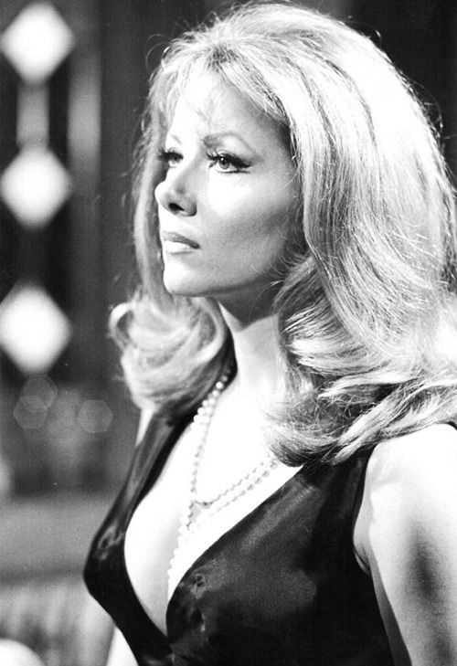 Ingrid pitt in the house that dripped blood ingrid you for Ingrid house