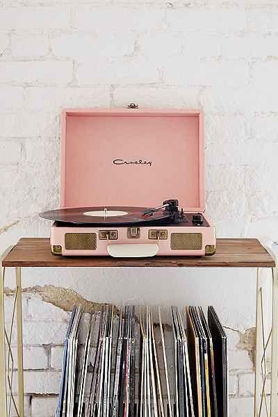 Tourne-disque vinyle portatif dans un étui Crosley X UO Cruiser - Urban Outfitters