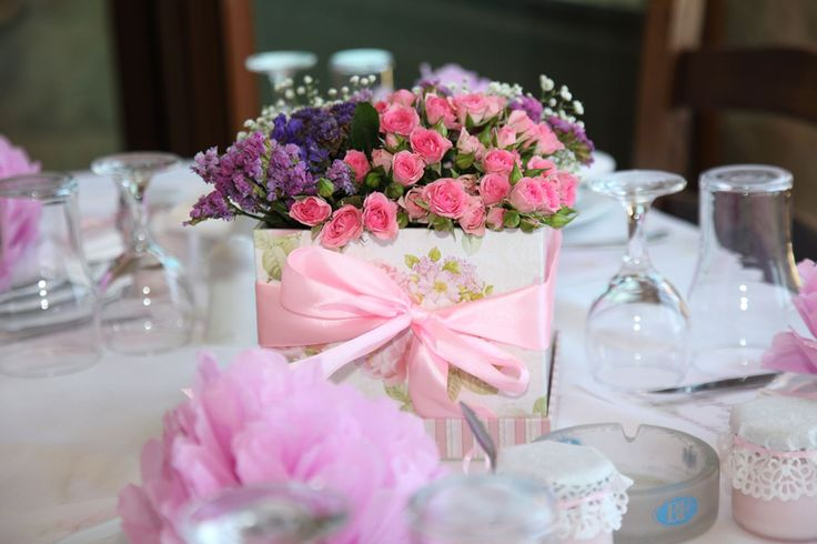 Centerpiece with a vintage box and flowers.
