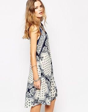 Glamorous+Sleeveless+Swing+Dress+In+Wallpaper+Boarder+Print