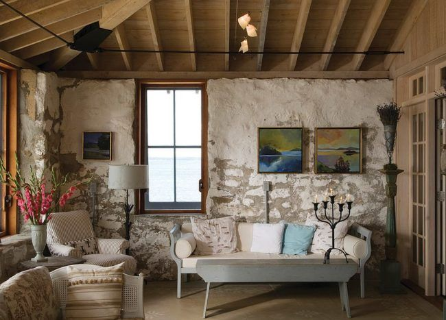 15 Gorgeous Beach Style Living Rooms With A Dash Of Woodsy Charm Living Room Decor Rustic Cottage Living Rooms Rustic Living Room