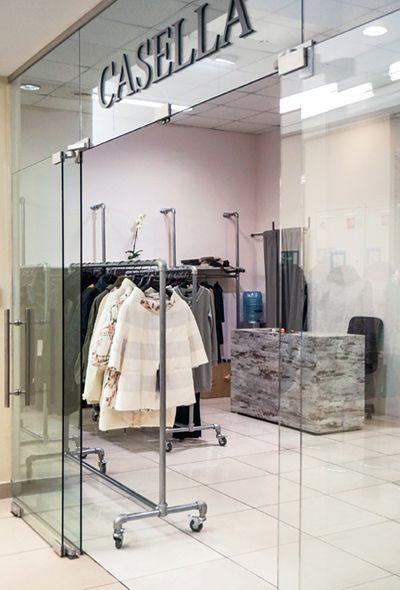"""Магазин женской одежды """"Casella"""" / МДМ - Галерея #дизайн #интерьер #лофт #мебель #продажи #стиль #одежда #манекен #витрина #декор"""