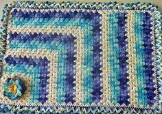 Material: - 1 novelo do Barbante Barroco 200g nas cores: 9113, 9172, 9368, 9392, 9900 - Agulha Crochê 3,5          Execução - 12pb dentro do círculo mágico - 2pb em cada pb de base pegando na argolinha de trás - 1pb 2corr pular 2pb de