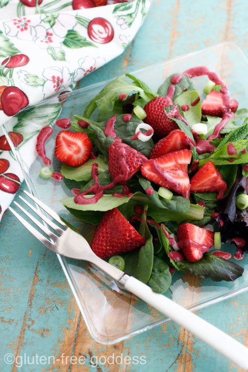 strawberry spinach salad with berry dressingStrawberries Spinach Salad, Berries Dresses, Strawberry Spinach Salads, Salad Dresses, Gluten Fre Goddesses, Dresses Recipe, Summer Salad, Gluten Free, Vegan Berries