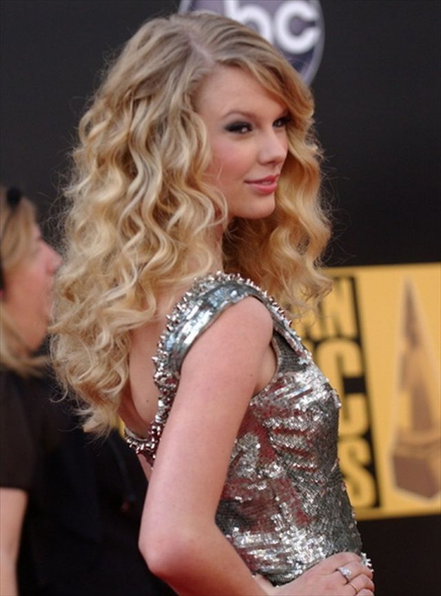 17 Modern and Latest Taylor Swift Hairstyles