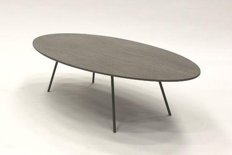 Keramische tafel. Het keramiek heeft een hout look waardoor het een warme uitstraling heeft.