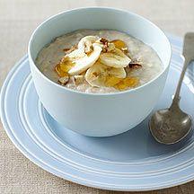 Haferflocken mit Honig und Banane 7 80 g Haferflocken 360 ml Wasser 1 Prise(n) Jodsalz 240 ml fettarme Milch, 1,5 % Fett 1 Stück (klein) Banane/n, in dünnen Scheiben 15 g Honig, (1 EL) 8 Stück Haselnüsse, bevorzugt Pecan, gehackt