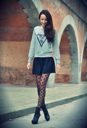 Short skirt. Polka dot tights