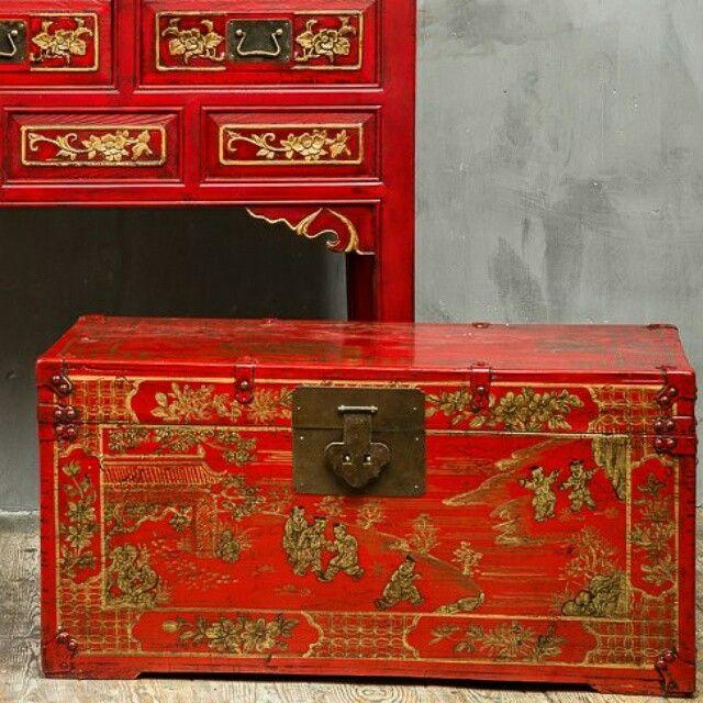 BF-20171 - И-сян – сундук платяной. Династия Мин  Размер: 85х50х49   Сундуки использовались для хранения сезонной одежды. Их старались изготавливать из камфорного дерева, запах которого отпугивал моль.   www.kitaischina.ru  #китайскаямебель #сундук #красныйсундук #деревянаямебель #мебельизкитая #мебельизмассива #красиваямебель #дизайнерскаямебель #desion #furniture #asia #handmade #handmadefurniture #мебельручнойработы #Китайщина #kitaischina