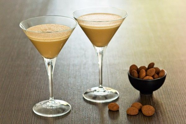 Wie zoet is krijgt lekkers. Maar wie deze heerlijke Pepernoot Truffel Martini krijgt, is wel heel lief geweest! Maak de cocktail zelf met Cocktailicious.nl!