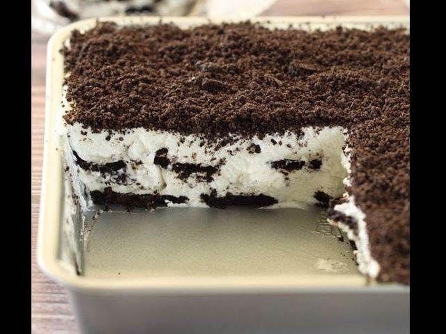 Nepečený prokládaný dort ze sušenek s mascarpone a šlehačkou.