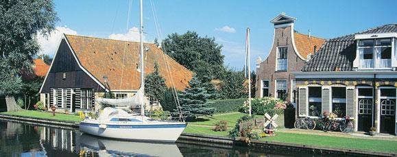 Tussen IJsselmeer en Waddenzee -  Hoogtepunten van de fietsvakantie:  • Friese boerderijen  • Aldfaers Erfroute  • Makkum  • Friese merengebied