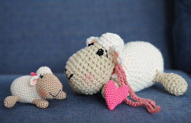 Spielzeug, Kissen und Kuscheltiere, Mützen , Schuhe  usw, sind  auf einer Extra Pinnwand ;O)   Schaf ... Gratis Anleitung / free pattern !!
