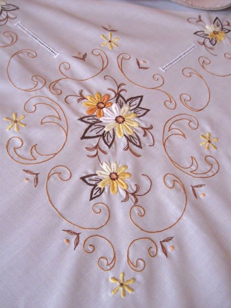 Vintage CREAM YELLOW FLORAL EMBROIDERED COTTON BLEND Tablecloth 6 Napkins-UNUSED