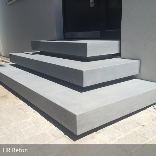 HR+Betondesign+fertigt+und+montiert+Betontreppe+Betonpodest+im+Eingangsbereich www.harr-beton-design.de