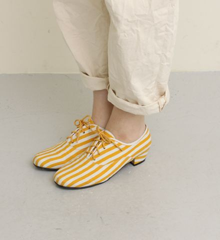 Candy striped: Yellow Girl Shoes, Yellow Stripes, Shoes Fashion, Yellow Fashion Shoes, Striped Shoes, Girls Shoes