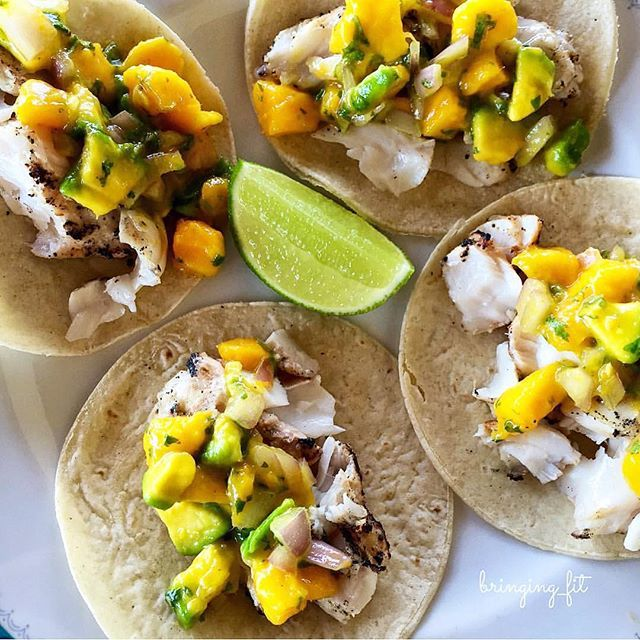 HOLA | We're saying a big hello to these delicious and healthy grilled fish tacos with mango-avocado salsa this Wednesday. All you need: 2 mangoes, 1 avocado, 1/2 red onion, cilantro, splash of hot sauce, juice of 1 lime and pinch of salt, tortillas and a juicy white fish of your choice. Gracias @bringing_fit  | #superelixir #mexicomunchies #porfavor #dinnerinspiration #omega3 #mango #vitaminc #calcium #healthyliving #cleaneats
