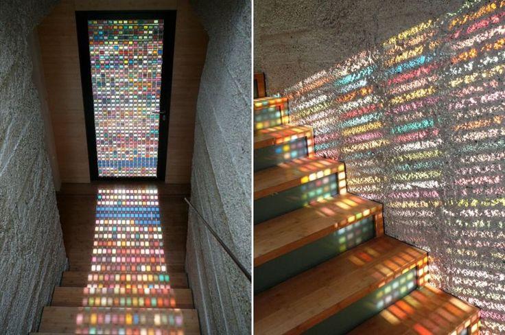 Gyönyörű színes üvegezett ajtó