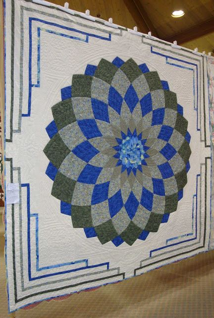 quilting pattern for dahlia   More candy! I see a lot of these dahlia quilts in Amish country, but I ...