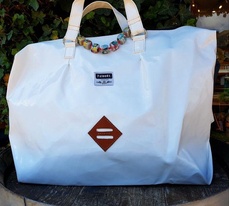 Weiße 7clouds. Ideal als Shopper oder auch als Wickeltasche mit spezieller Befestigung für den Kinderwagen